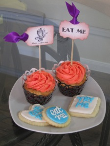 Alice in Wonderland Cupcakes and Cookies